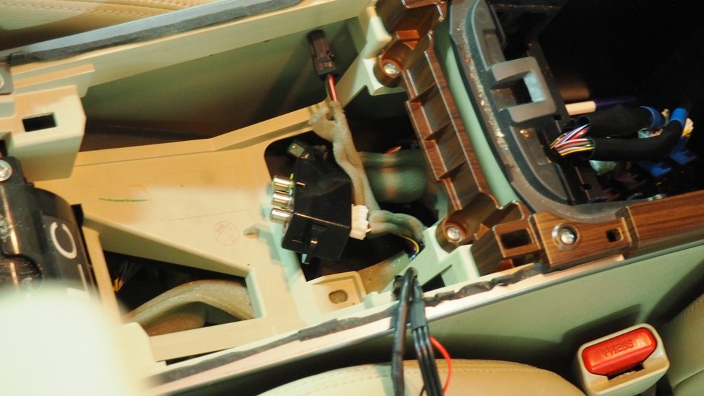 Подключение подголовников к центральной консоли вывод звука на штатную акустику